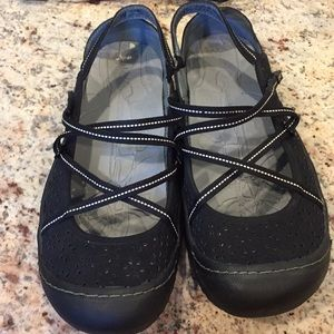 J-41 Women's Vegan Man Made Shoes Size 9
